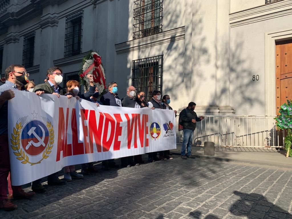 PC de Chile rindió homenaje a presidente Allende y a quienes ofrendaron su vida por la democracia y los cambios sociales